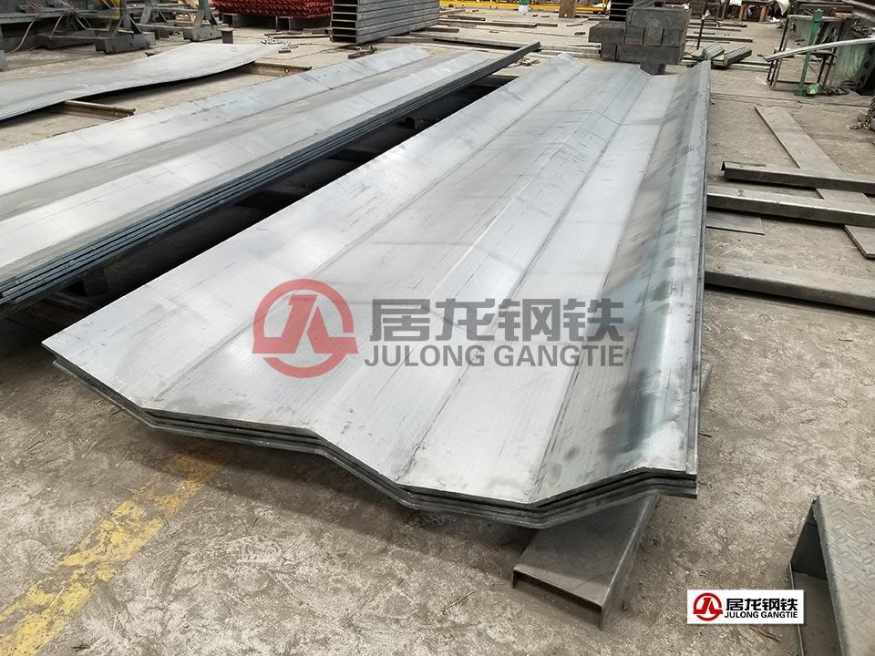 矿用自卸车凹型底板折弯加工