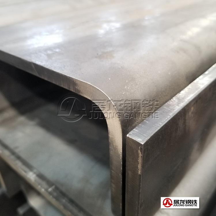 居龙钢铁700高强板车架梁折弯加工件批量出口俄罗斯,采用激光切割下料数控折弯,完全达到客户工艺要求并进入俄罗斯汽车厂配套体系。